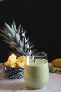 tropikalne-smoothie-przepis-na-koktajl-jedzenie-thc-z-nasionami-konopi